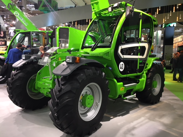 MF34.9CS__Agritechnica2017__Machine_close